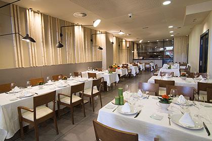 Reforma del comedor del restaurante asador